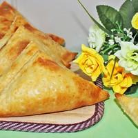 Слоеные хачапури с творогом и сыром