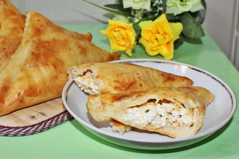 Хачапури с сыром из слоеного теста 25 фотография