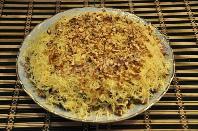 Салат с курицей и грецкими орехами рецепт