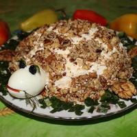 Салат Черепаха с курицей грецкими орехами и черносливом