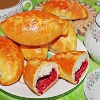 Дрожжевые пирожки с малиной в духовке