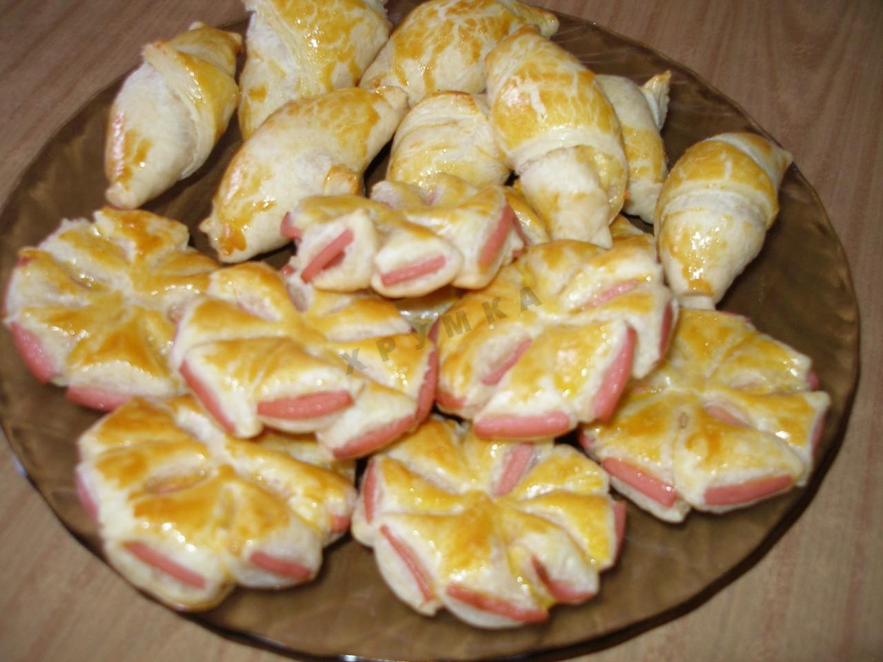 Булочки с колбасой и сыром фото пошагово